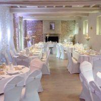 Mariage chic et épuré en blanc et doré au Moulin de Bully, Calvados (14)