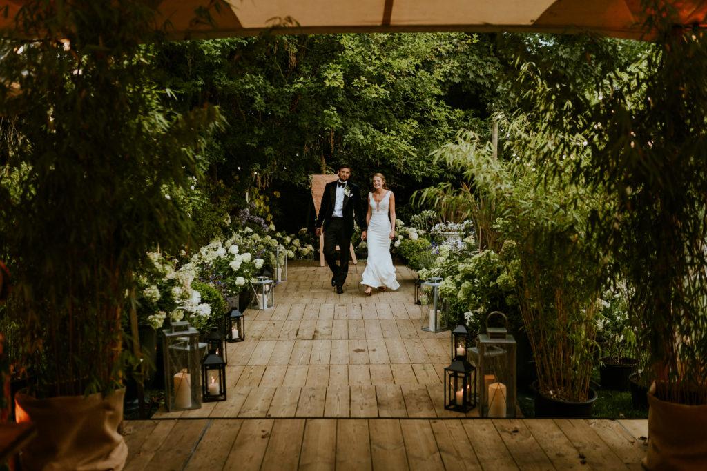 allée de l'entrée des mariés vers la salle de réception