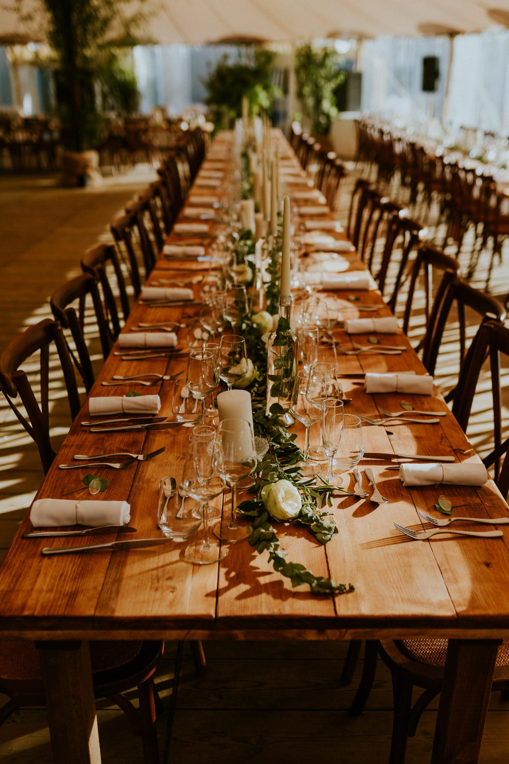 décoration de table de mariage - décoration à l'esprit végétal - mariage en Normandie - CREDIT PHOTO : Nicolas Desvages