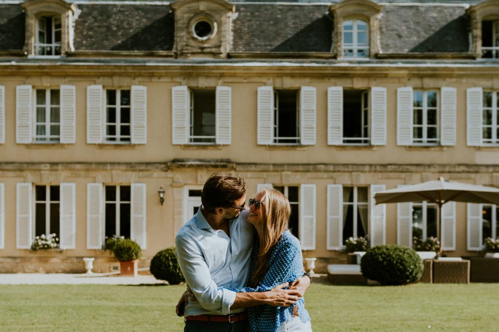 futurs mariés au Château de la Chenevière Calvados Normandie