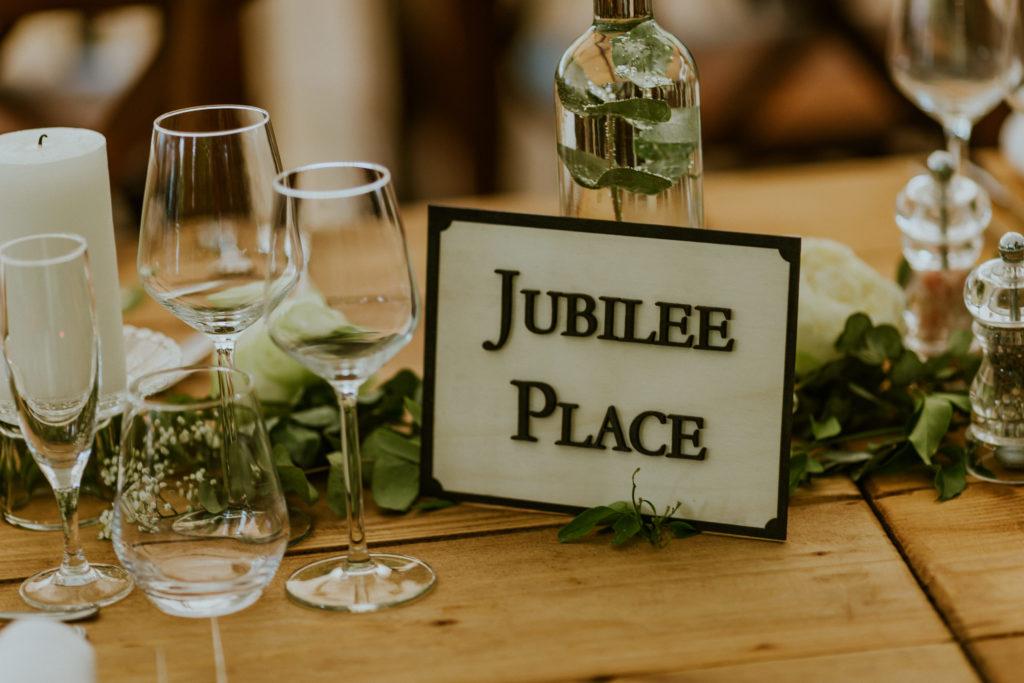 nom de table personnalisé londres mariage