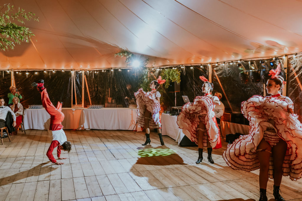 French cancan mariage audacieux Normandie