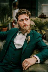 marié tenue vert