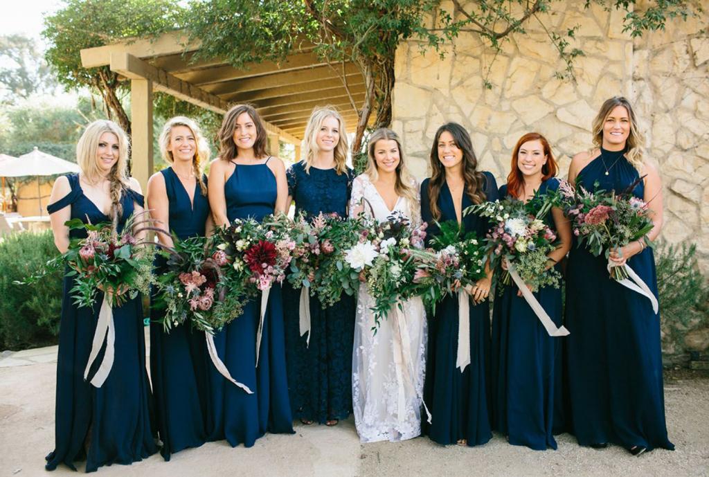 cortege-mariage-tenues-classic-blue-pantone-2020-wedding-design-nooinvensa