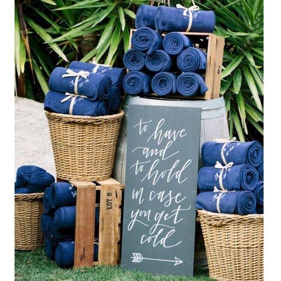 inspiration-mariage-idee-originale-bar-a-theme-plaids-bleu-wedding-designer-normandie