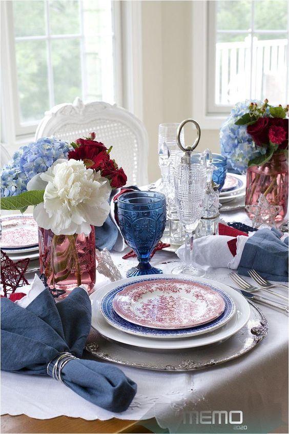 palette-coloree-mariage-art-de-la-table-bleu-rouge-wedding-designer
