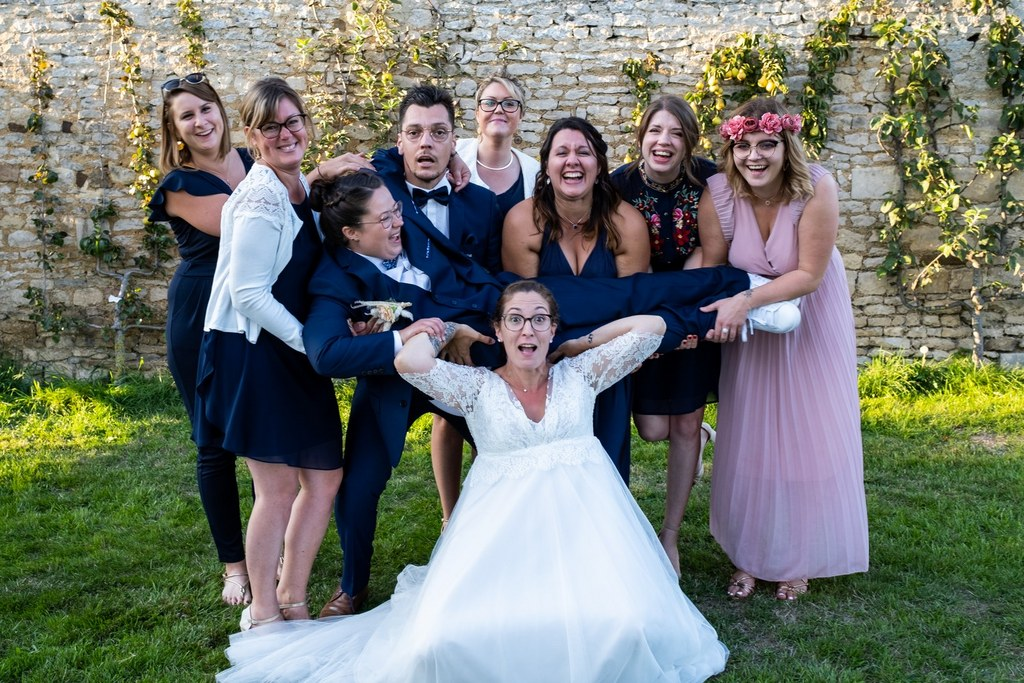 photo de groupe de mariage fun