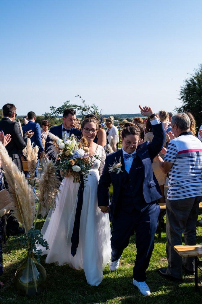 joyeuse sortie des mariées, cérémonie laïque en extérieur