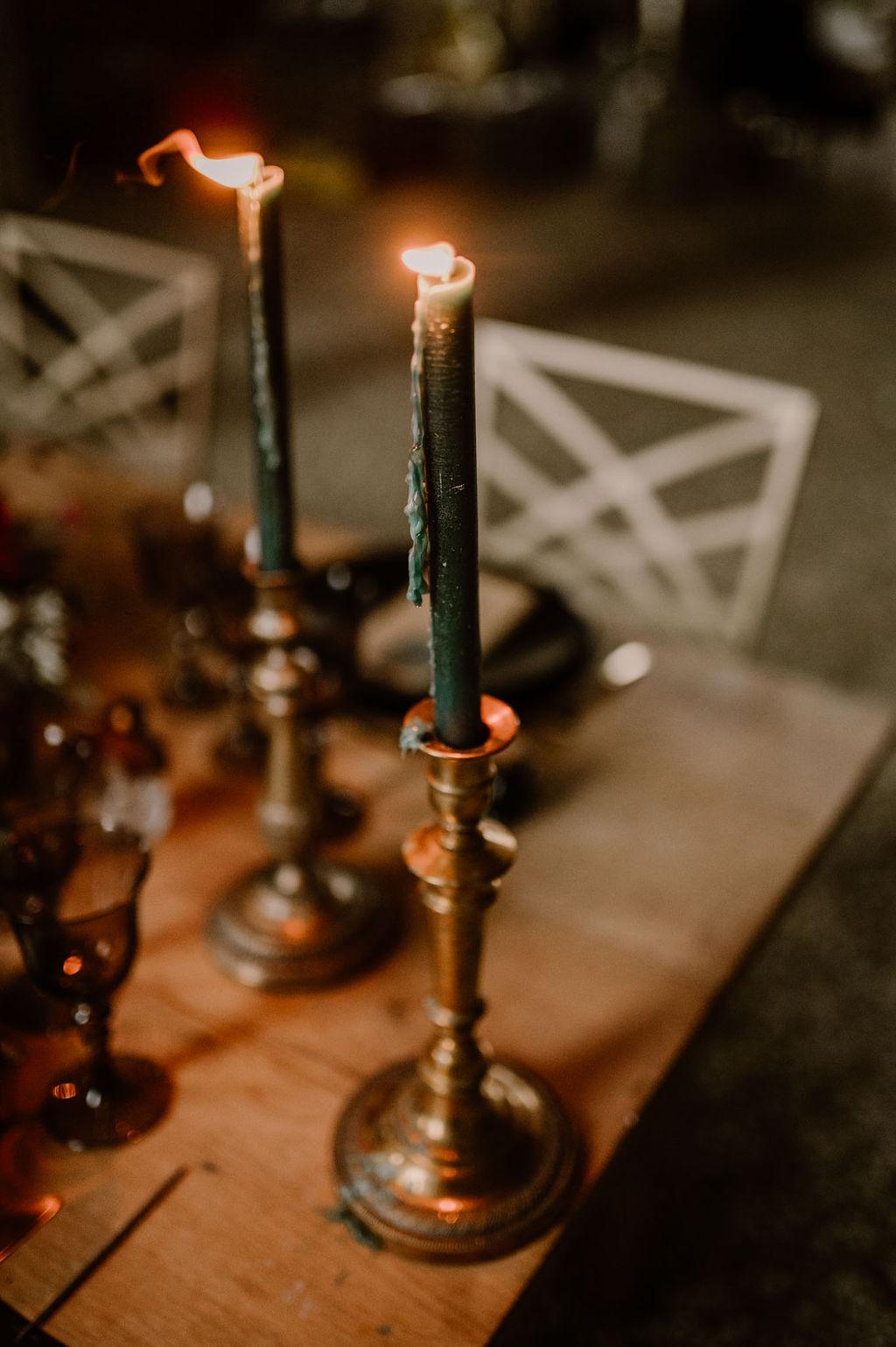 Bougies chandeliers / déco table de mariage - CREDIT PHOTO : Anne Letournel