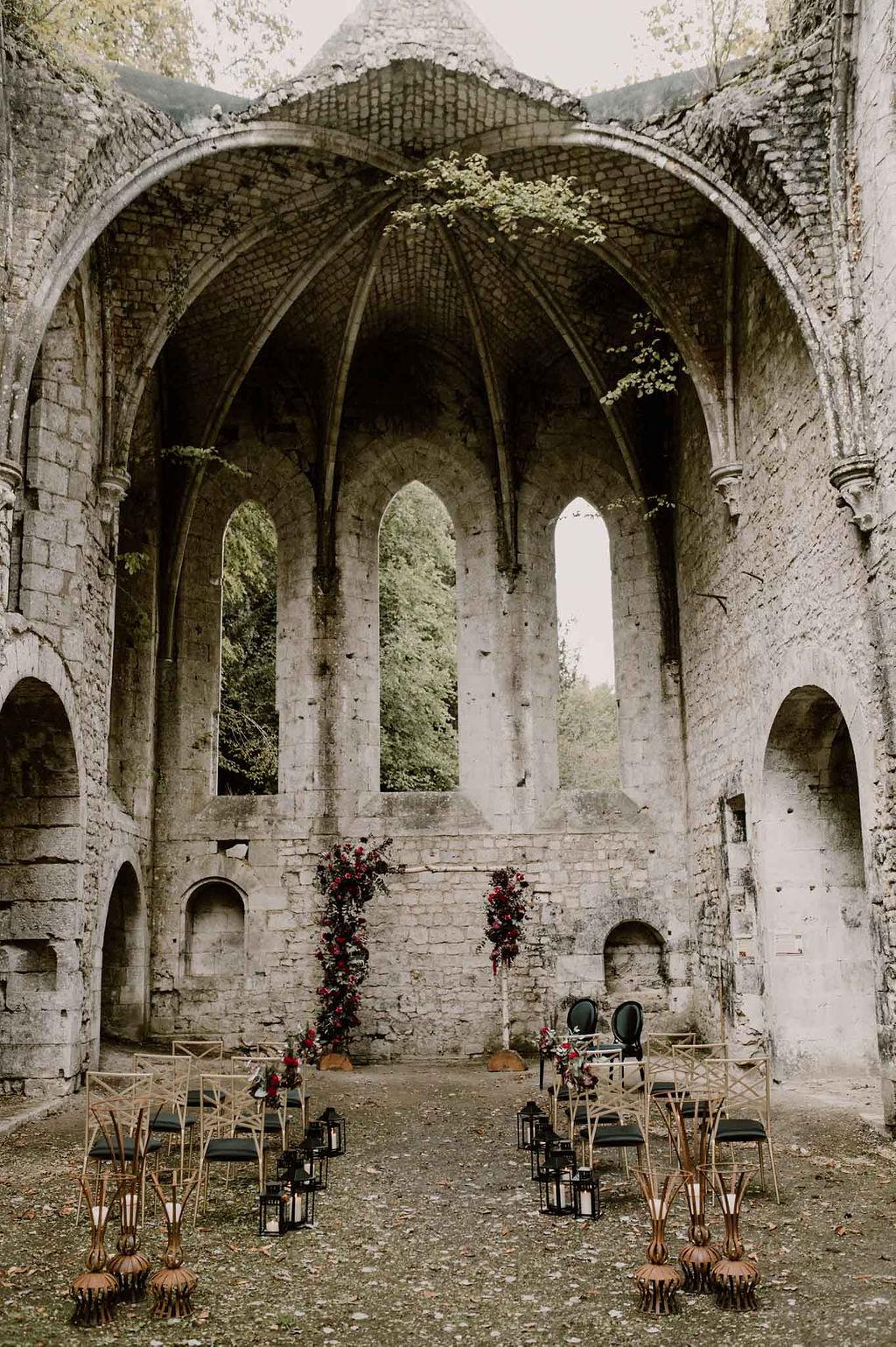 ceremonie laique en exterieur à l'abbaye de Fontaine Guérard  - CREDIT PHOTO : Anne Letournelnormandie