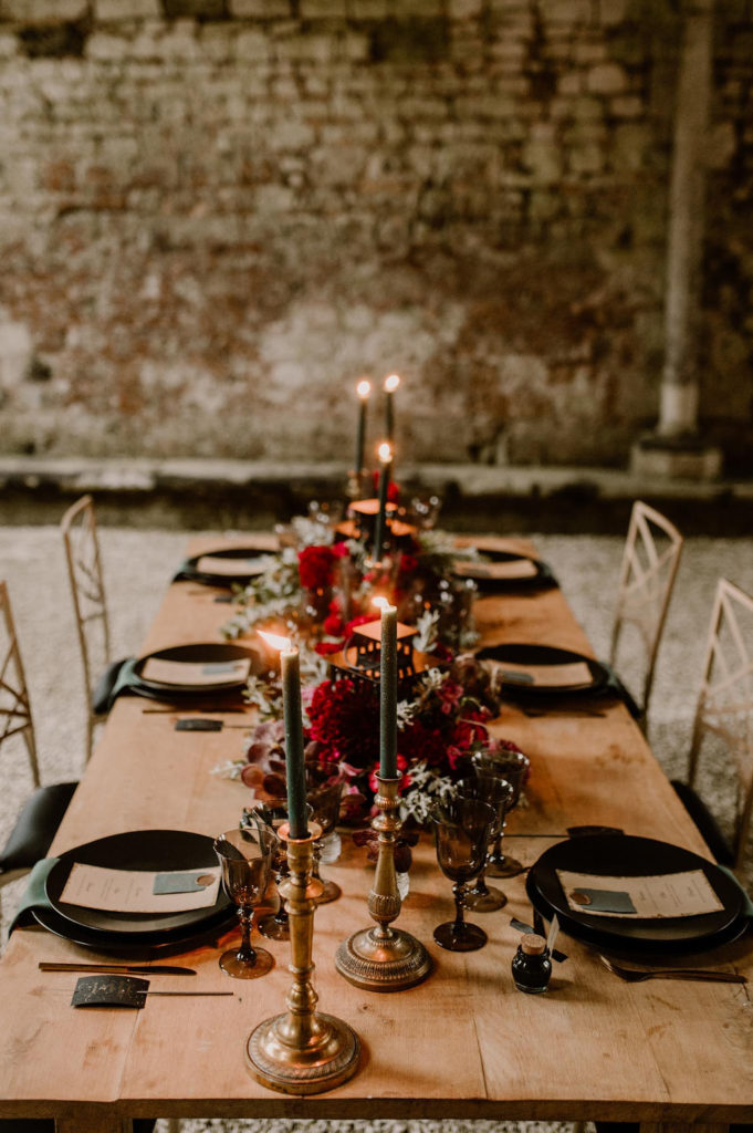 decoration-de-table-mariage-magique-en-automne-chandelier-table-bois-marie-desaunay