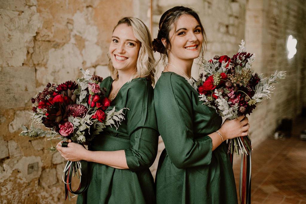 demoiselles-dhonneur-temoin-robe-assortie-bouquet-emeraude-automne