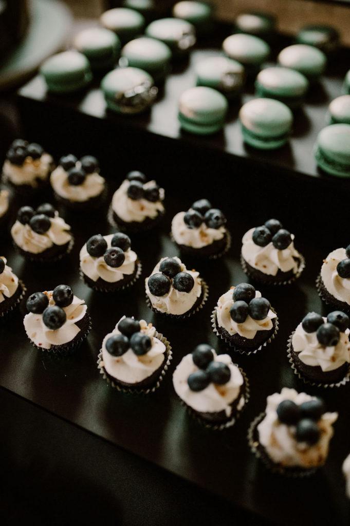 desserts-mariage-myrtilles-macaron-normandie