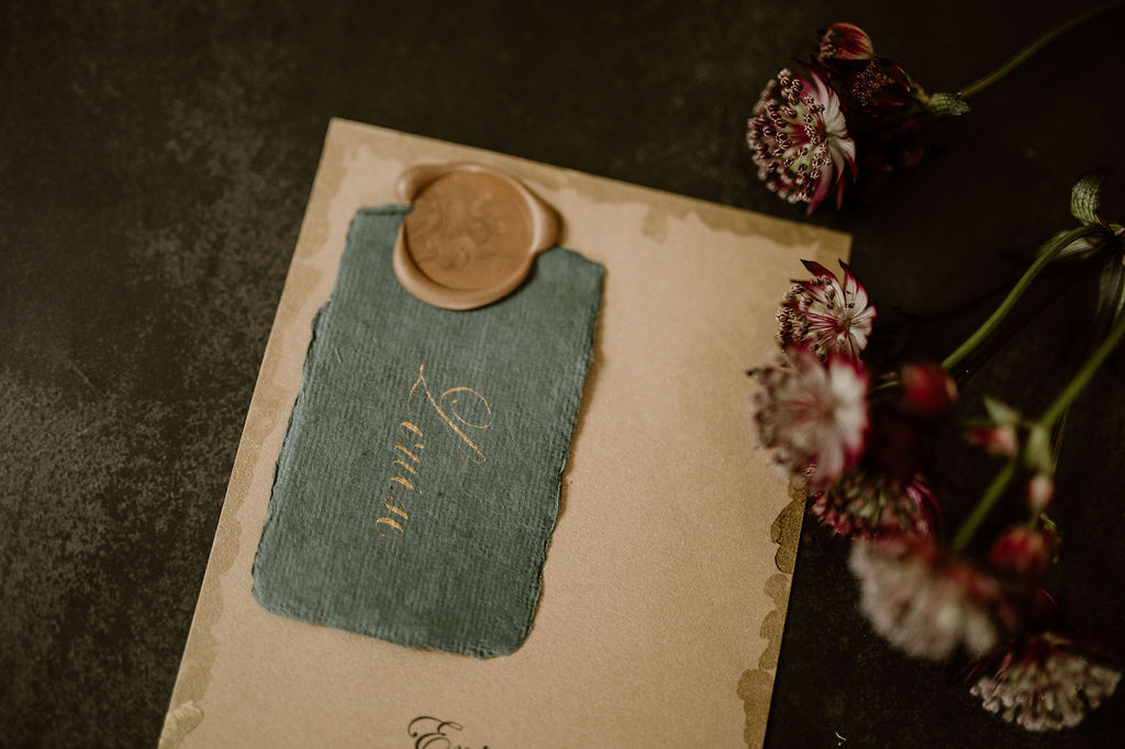 Marque-place mariage - Calligraphie - CREDIT PHOTO : Anne Letournel