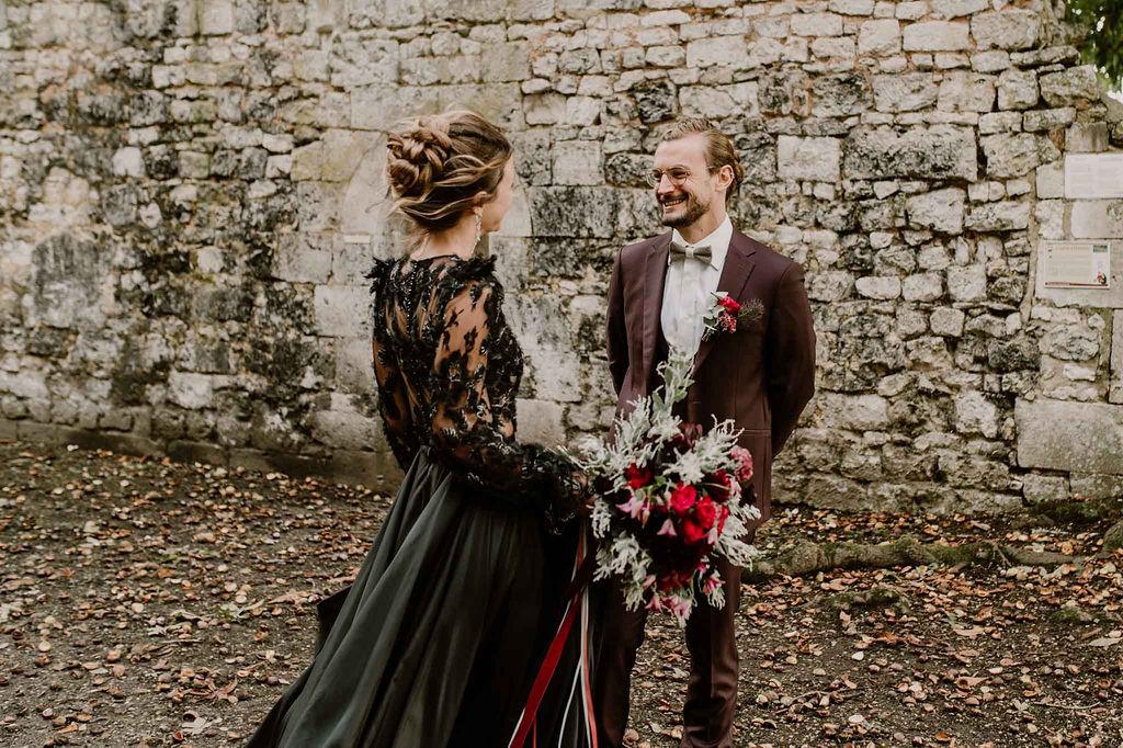 first-look-mariage-normandie-robe-noire-automne