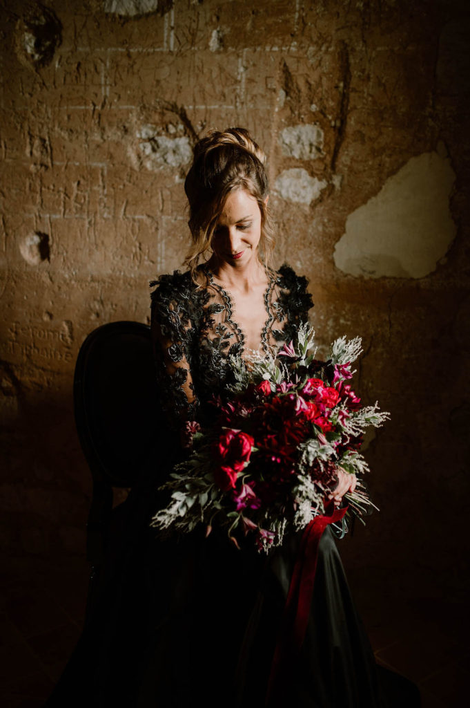 mariee-bouquet-robe-noire-bouquet-original