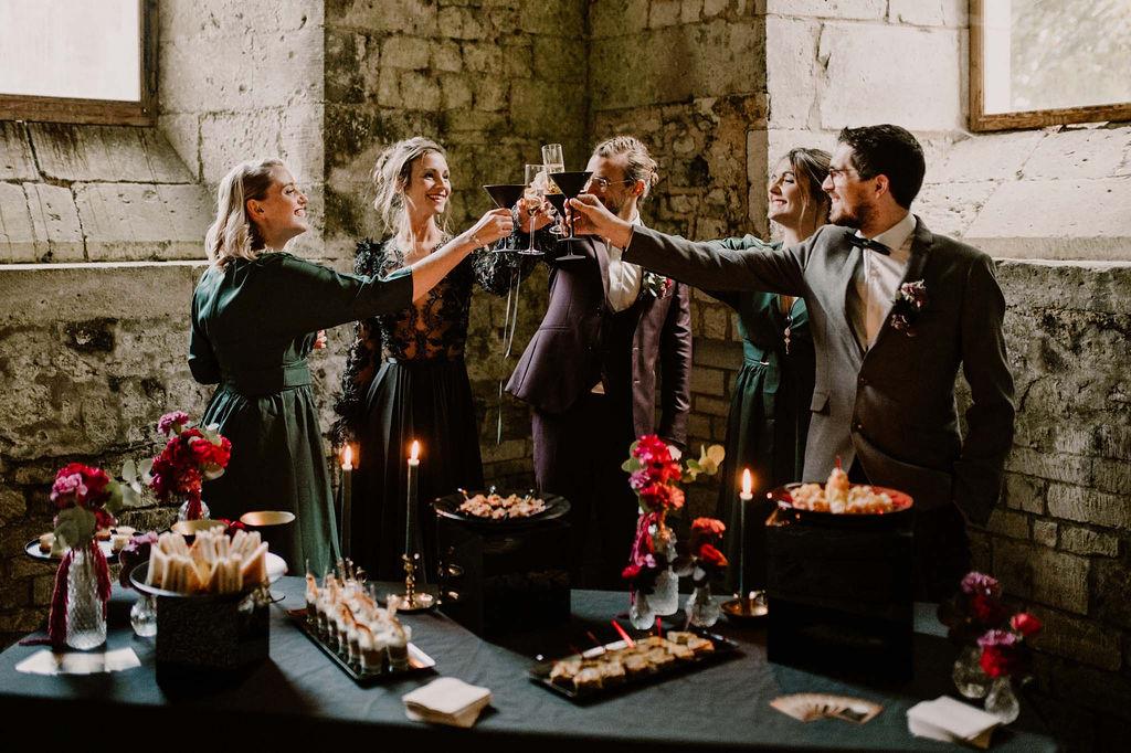 trinquer-mariage-champagne-bonheur-amour-buffet-cocktail-vin-dhonneur